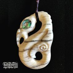 Another commissioned whale bone Manaia. Thank you for your orders it's been refreshing carving again. #lovethatgrain --- Artist: Turumakina Order: PM or artselemental.com #tamoko #taamoko #maori #maoritattoo #maoriart #moko #carving #maoriartist #whalebone #manaia