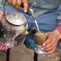 For some South Americans, a well-prepared mate will replace a morning coffee just as well as a 5 o'clock tea. It's naturally caffeinated leaves give drinkers stimulation in the form of a balanced sense of focus and alertness that lasts. Gaucho, Stevia, Mate Drink, 5 O Clock Tea, Love Mate, Harmony Day, Yerba Mate Tea, Tea Brands, We Are The World