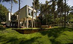 Summer house on pillars / Allhitecture