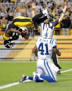 Pittsburgh Steelers Antonio Brown flips into the end zone over Colts Antoine Bethea for a TD Vince Lombardi, Bills Football, Football Players, Antonio Brown, Steelers Football, Steelers Stuff, Pittsburgh Sports, Steeler Nation, Nike Nfl