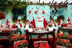 Venha Se Encantar Com o Décor Lúdico e Delicado da Festa Chapeuzinho Vermelho!