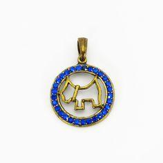 Lindo Pingente para Coleiras Pet, com desenho de cachorro. Feito artesanalmente com metal em ouro envelhecido e acabamento em strass azul.