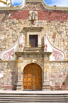 La parroquia de San Andrés en #Ajijic. ¡Visítala en tu paso por Jalisco! Reserva vuelos económicos desde aquí http://www.bestday.com.mx/Vuelos/  y disfruta de una verdadera obra de arte.