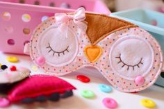 Atelier - Boutique D' Caroline Foam Crafts, Fabric Crafts, Sewing Crafts, Sewing Projects, Diy Crafts, Boutique D Caroline, Cute Sleep Mask, Felt Mask, Spa Birthday