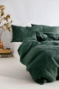 Bedroom Decor On A Budget, Room Ideas Bedroom, Cozy Bedroom, Bedroom Inspo, Olive Green Bedrooms, Green Rooms, Bedroom Green, First Apartment, Dream Apartment