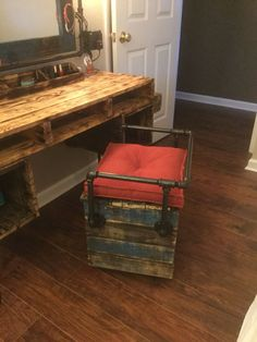 This is another thought-provoking wood pallets vanity plan with a large storage space under it. This is another thought-provoking wood pallets vanity plan with a large storage space under it. Buy Pallets, Wooden Pallets, Wooden Diy, Pallet Wood, Pallet Bench, Outdoor Pallet, Pallet Tables, Pallet Furniture For Sale, Pipe Furniture