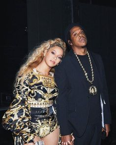 goals rich Atlanta (August - Beyoncé Online Photo Gallery Queen B and Jay Z 🌟 Objectives of the couple Z Beyonce Fan, Beyonce E Jay Z, Beyonce Knowles Carter, Beyonce Style, Jayz Beyonce, Beyonce Blonde, Beyonce Coachella, King B, Versace