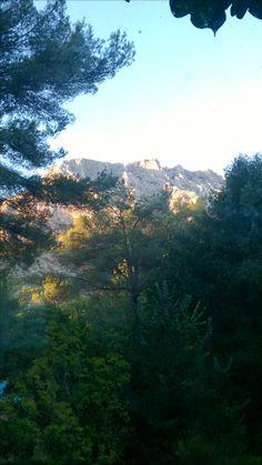 Coucher de soleil sur la Ste Victoire Provence, Mountains, Nature, Travel, Sun, Naturaleza, Viajes, Destinations, Traveling