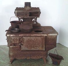 Antique 1895 Rival Cast Iron Salesman Sample/ Toy Cook Stove w/ 4 kettles & pans #Rival