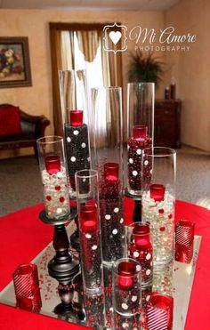 Casino party table red black red wedding, wedding decorations и wedding cen Wedding Centerpieces, Wedding Decorations, Table Decorations, Fète Casino, Casino Night, Casino Royale, Casino Decorations, Black Party, Red Party