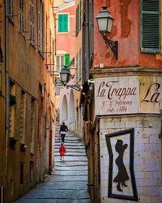 Calles de la ciudad de la antigua Niza - Francia.