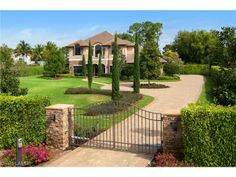 Gated custom estate home | Eugenia Dr in Pine Ridge | North Naples, Fl