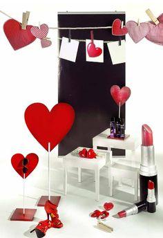 Creation Vetrina: Idee vetrina San Valentino 2013 San Valentino, Love Valentines, Display Ideas, Flowers, Hearts, Shop Displays, Blue Prints, Florals, Royal Icing Flowers