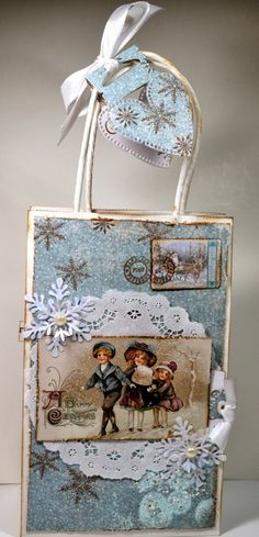 Beatrice`s Scrapping og kort: Blå Gavepose med snøfnugg / A Giftbag in Blue with snowflakes