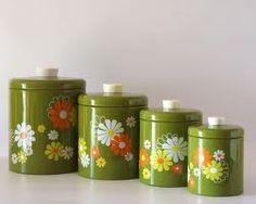 """love 70's kitchen stuff...    Om mijn gele """"70s"""" keuken beetje op te fleuren."""