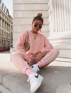 Get the look 🕶 ⠀ Babe New Fashion, Winter Fashion, Fashion Outfits, Fashion Trends, Mode Streetwear, Streetwear Fashion, Sporty Chic, Cute Casual Outfits, Summer Outfits