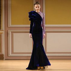 Lebanese fashion designer Tony Yaacoub is known for his unique and bold fashion style. Take a look at pictures of Tony Yaacoub Haute Couture Fall/Winter 2013 – 2014 on Arabia Weddings. Purple Evening Dress, Long Sleeve Evening Dresses, Evening Gowns, Velvet Fashion, Costume, Couture Collection, The Dress, Gown Dress, Chiffon Dress