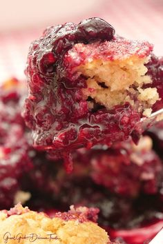 Triple Berry Cobbler is a delicious cobbler recipe with a cake like topping and delicious summer berries. Easy Cherry Cobbler, Triple Berry Cobbler, Raspberry Cobbler, Pecan Cobbler, Fruit Cobbler, Cobbler Recipe, Raspberry Pretzel Salad, Raspberry Lemon Cakes, Strawberry Poke Cakes