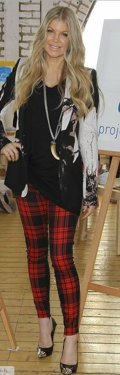 Who made Fergie's horn jewelry, print blazer, red plaid print skinny pants, and silver cap toe black pumps?