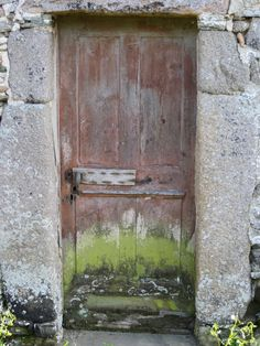 weathered door... rozel france