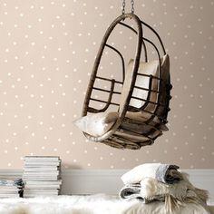 vliesbehang stip taupe (dessin 33-154) | Behang | Behang | KARWEI dit behang vind ik echt mooi voor een kinderkamer. De kleuren van speelgoed zijn al druk genoeg..