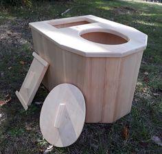 """Toilette sèche d'intérieur maison, en Peuplier, fabrication artisanal en France. """"PENTA I CAG"""" Outhouse Bathroom, Artisanal, Compost, France, Boutique, Canning, Gardens, Composting Toilet, Outdoor Bathrooms"""