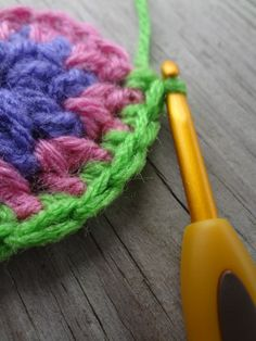 How to Crochet in the Round (photo tutorial and sample practice project)