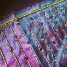 No photo description available. Cutwork Blouse Designs, Choli Blouse Design, Hand Work Blouse Design, Wedding Saree Blouse Designs, Pattu Saree Blouse Designs, Simple Blouse Designs, Kurti Embroidery Design, Bead Embroidery Patterns, Aari Embroidery
