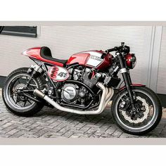 For you lovers of motorcycle modification certainly familiar with the term cafe racer. Yes, Cafer racer can be regarded as among the streams / style modification motor in the first place until now still loved. Yamaha Cafe Racer, Motos Yamaha, Moto Cafe, Cafe Bike, Yamaha Motorcycles, Custom Motorcycles, Custom Bikes, Ducati, Yamaha Xs1100