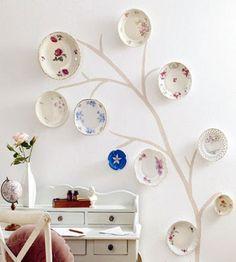 Decorar las paredes con platos es una idea genial para reutilizar las piezas…