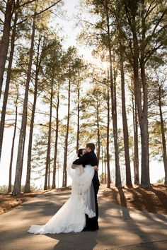 Emmy & Austin's {Navy, Gold & White} Classically Elegant Winter Wedding|Photography: Lindley's Photography