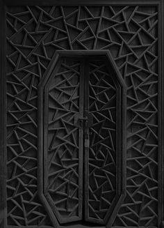 puertas negras