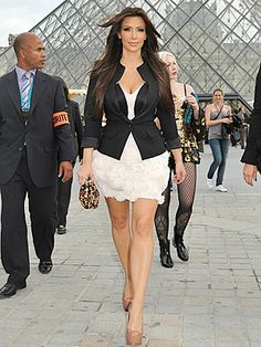 Damn!! I hate this biotch but the outfit is amazing!!!