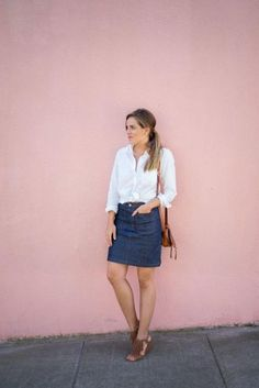Most ways to wear a denim skirt will depend on your personal style, but this simple chic outfit on Julia of Gal Meets Glam can work for anyone. Denim Skirt Outfits, Blue Denim Skirt, Chic Outfits, Denim Skirts, Denim Outfit, Jean Skirt, Work Outfits, Pencil Skirt Casual, Denim Pencil Skirt