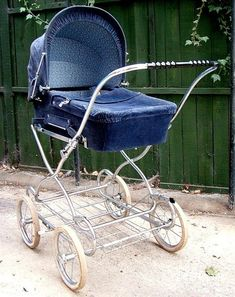 . Pram Stroller, Baby Strollers, Best Prams, Silver Cross Prams, Vintage Pram, Prams And Pushchairs, Baby Equipment, Baby Buggy, Dolls Prams