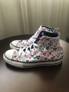 2ee5b167a292 converse chuck taylor all star hearts print Hi Top Size 3 White Black