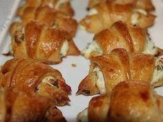 Mini croissants saumon fumé, fromage frais et ciboulette pour l'apéro, Recette Ptitchef