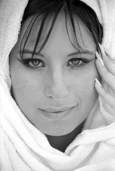 Barbara Streisand by Joao. Barbara Streisand, 24 Avril, Linda Evangelista, Farrah Fawcett, Michelle Williams, Halle Berry, Hello Gorgeous, Hollywood Stars, Classic Hollywood