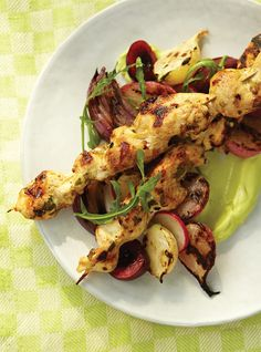 Ricardo& recipe : Spiced Chicken Skewers on Avocado Purée Pureed Food Recipes, Indian Food Recipes, Cooking Recipes, What's Cooking, Yummy Recipes, Bbq Skewers, Chicken Skewers, Kabobs, Chicken Spices