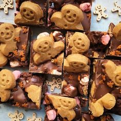 The classic Rocky Road takes on a festive twist with the addition of mini Gingerbread Men. Run run as fast as you can - this no bake Christmas treat won't hang around for long. A quick, easy and fun traybake that's ideal for kids to help make. Christmas Treats For Gifts, Christmas Desserts, Christmas Baking, Christmas Themed Cake, Christmas Nibbles, Ginger Nut Biscuits, Christmas Cupcakes Decoration, Cake Stall, Baking With Kids