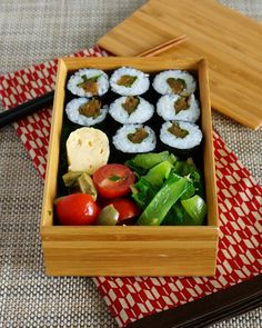 Japanese Bento with Kanpyo-maki (sushi roll of gourd strip) かんぴょう巻き弁当