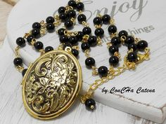 florale Medaillonkette gold schwarze Perlenkette von ConCHa Catena auf DaWanda.com