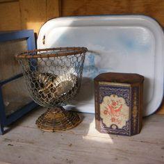 Vintage tin, serving tray and egg basket at www.detijdvantoen.net Brocante & Styling