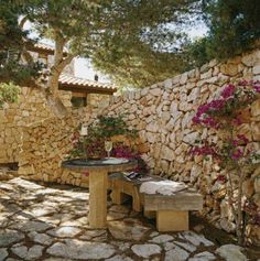 Mediterranean garden - home me Tuscan Garden, Mediterranean Garden, Beautiful Space, Beautiful Gardens, Garden Boxes, Garden Ideas, Floor Colors, Garden Spaces, Landscape Architecture