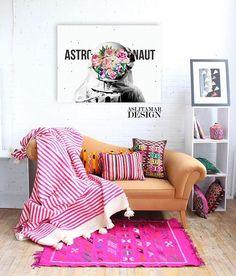 """��Yaşam alanınızda karışık desen ve renkleri kullanarak kendinize has tasarım gücünüzü gösterin���� ��Astronaut Tablosu ��0 pamuk canvas kumaşa, digital baskı ��70x50cm ��Türkiye'nin heryerine """"kargo ücretsiz"""" ��Bilgi için; DM & info@aslitamardesign.com • • • • • • • #canvas #kanvas #kanvastablo #digitalart #photoshop #collage #kolaj #collageart #home #homedesign #mywork #homedecoration #decoration #dekorasyon #evdekorasyonu #graphicdesign #sell #shopping #shoppingonline #jpeg #design…"""
