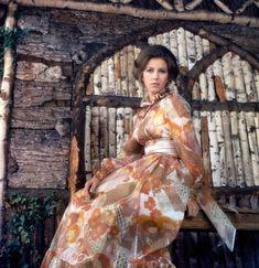 Anne, Princess Royal, circa 1971, England, UK.  .  .  .  .  #dresslikearoyal #princessanne #princessroyal #britishroyalfamily #royalty #uk #england #1971 #принцессаанна #великобритания #королевскаясемья #ретрофото #instaroyals