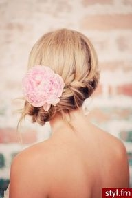 knot with flower bridal hair formal hair updo Romantic Hairstyles, Up Hairstyles, Pretty Hairstyles, Wedding Hairstyles, Bridesmaid Hairstyles, Romantic Updo, Style Hairstyle, Glamorous Hairstyles, Hairdos