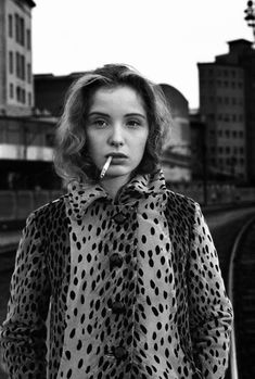 Julie Delpy photographed by Stéphane Coutelle Julie Delpy, Before Sunrise Movie, Most Beautiful Women, Beautiful People, Female Celebrity Crush, Secret Crush, Classy Girl, Portraits, French Photographers