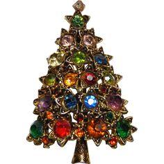 Festive Vintage HOLLYCRAFT Multi Rhinestone Christmas Tree Brooch Pin