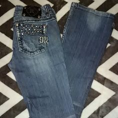 Buckle Miss me Great jeans! bottom of pants are great! Missing one stone on back pocket which I pointed out in picture.  These are super cute I hate to get rid of them. Sz 27 inseam 33 Miss Me Jeans Boot Cut